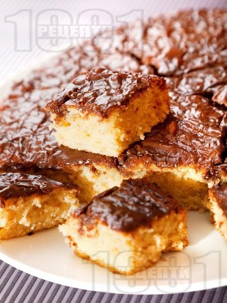 Маслен сладкиш с шоколадова глазура - снимка на рецептата
